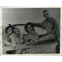 1942 Press Photo Four Members of the crew flew with Capt.Eddie Rickenbacker