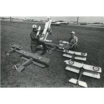 1978 Press Photo Bob & Dale Wheat Pose with Their Fleet of Model Airplanes