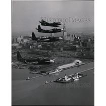 1949 Press Photo McDonnell Phantom fighters fly over downtown Cleveland.