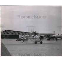 1947 Press Photo Dave Binns and his plane at the 1947 National Air Races.