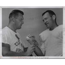 1957 Press Photo Cleveland Brown's Trainer Leo Murphy & Halfback Junior Wren
