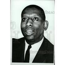 1966 Press Photo Earl Francis Lloyd Pistons co - RRW74407