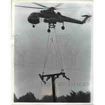 Press Photo Airlifting - cvb48277