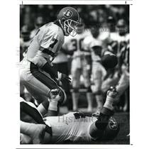 1989 Press Photo John Elway watches the ball bounce away after being hit.