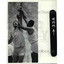 1984 Press Photo Cavs Mel Turpin on defense. - cvb52081