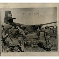 1965 Press Photo U.S. Army Caribou Plane-Dusty Landing - RRX78241
