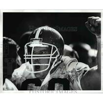 1989 Press Photo Ted Banker pumps teammates after Mike Johnson interception.