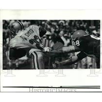 1991 Press Photo Andy Pleasant tries to pull down Emmitt Smith - cvb55180
