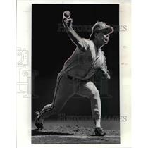 1991 Press Photo Toronto pitcher Tom Candiotti held the Indians to one run.
