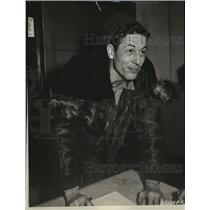 1953 Press Photo Lieutenant Raymond Kinsey reports destruction of enemy bomber
