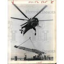 1968 Press Photo Skycrane helicopter delivers drill rig to Chevron Oil Co.