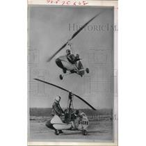 1970 Press Photo One-man Helicopters Demonstrated in Newberry, England.