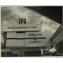 1962 Press Photo Delta Airlines' jetway at New Orleans International Airport