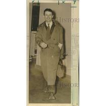 1939 Press Photo Douglas J. Corrigan, Atlantic pilot, lands in New Orleans