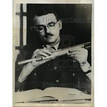1944 Press Photo Captain Frank Whittle pioneers the jet driven plane development