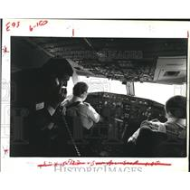 1983 Press Photo Delta Air Lines Pilots Monitor the Take-Off of a Boeing 767.