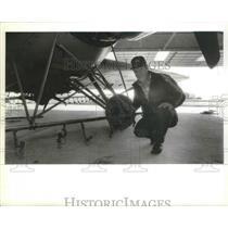 1990 Press Photo Crop duster, Maynard Lund, shows off boom on plane - spb07674