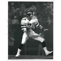 1988 Press Photo New York Jets quarterback Ken O'Brien prepares to throw