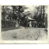 1905 Press Photo Fashionably Dressed Racegoers at Belmont Park Racetrack