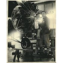 1930 Press Photo George R. Hutchinson inspecting the Lockheed Sirius plane