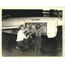 1938 Press Photo Art Chester, famous speed racer checks The Goon plane with son