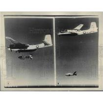 1955 Press Photo F-86 Plane tags after Firebee to report it's every move