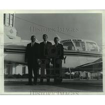 1966 Press Photo Dale Sidney, Ben Ross & John Tate & Longhorn Airlines Plane.