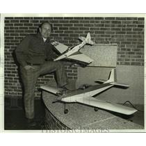 1975 Press Photo Anthony G. DeVaney, Orleans East Flying Club President