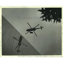 1986 Press Photo Helicopter Lifts Light Show Fireworks To Houston Building