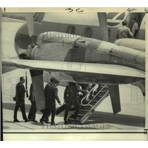 1972 Press Photo Officials Board Plane to Chase Hijackers in Other Plane