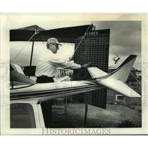 1964 Press Photo Roy Kelly enters a model airplane contestant's score