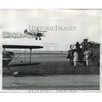 1973 Press Photo Fire Truck Stands Ready at Air Carnival as smoking plane lands
