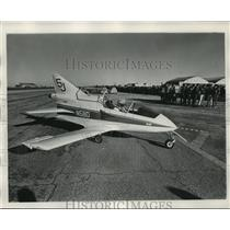 1973 Press Photo Air Carnival Pilot in His Plane - not01390