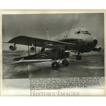 1962 Press Photo Pit.cairn Mailwing next to Eastern DC8 at Dulles Airport