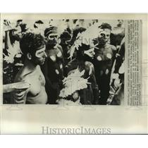 1959 Press Photo Member of French ethnological expedition & New Guinea, natives