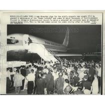 1959 Press Photo Crowd surrounded the Pan America plane after emergency landing