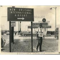 1966 Press Photo Machinists Union Strike at New Orleans International Airport