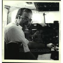1989 Press Photo Airline captain John Ives in cockpit, Albany County airport, NY