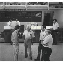 1978 Press Photo Passengers talk at Gadsden, Alabama airport - abna14729