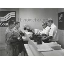 1978 Press Photo Passengers at Southern ticket counter at Gadsden airport