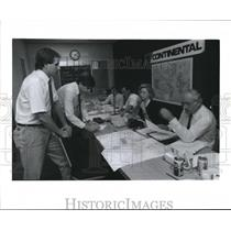 1989 Press Photo Officials at Continental Command Station in Houston.