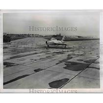 1954 Press Photo Jet F-84F Thunderstreak Fighter Bomber at the Fairfax Airport