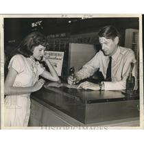 1946 Press Photo Sid Wilson, Chief Passenger Agent with Dorothy Lalumandier