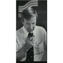 1978 Press Photo Whaley on public address system, Gadsden, Alabama airport
