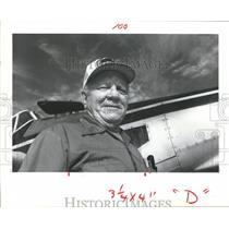 1981 Press Photo Mel Chynoweth Of Rosenberg An Agricultural Crop Dusting Pilot.