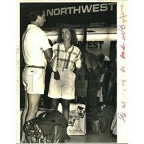 1987 Press Photo Duane and Sue Borka stand in Northwest ticket line. - nob02814