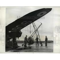 1942 Press Photo Canadian Army Air Force plane with ground crew - nem52733
