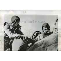 1951 Press Photo Captains William Slaughter and Alan McGuire shot down MIG-15