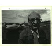 Press Photo Pilot Bill Huber with his airplane at Albany, New York airport