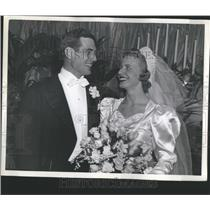 1939 Press Photo John Pingel Detroit Lions Bride - RRQ05539